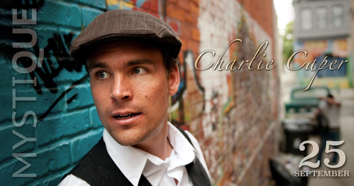 Charlie Caper vid en vägg på Mystique